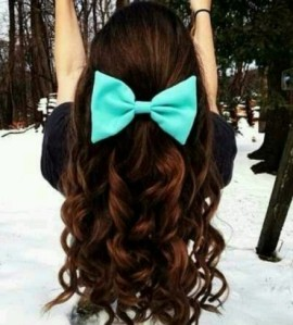 Curled-Hair-With-a-Bow--440x488